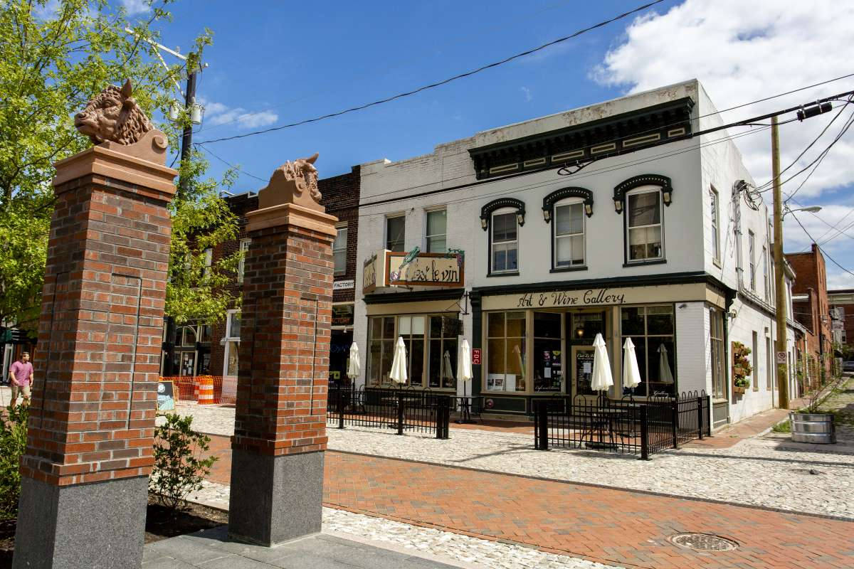 Richmond VA - Shockoe Bottom Neighborhood - Cest Le Vin Restaurant 01.JPG