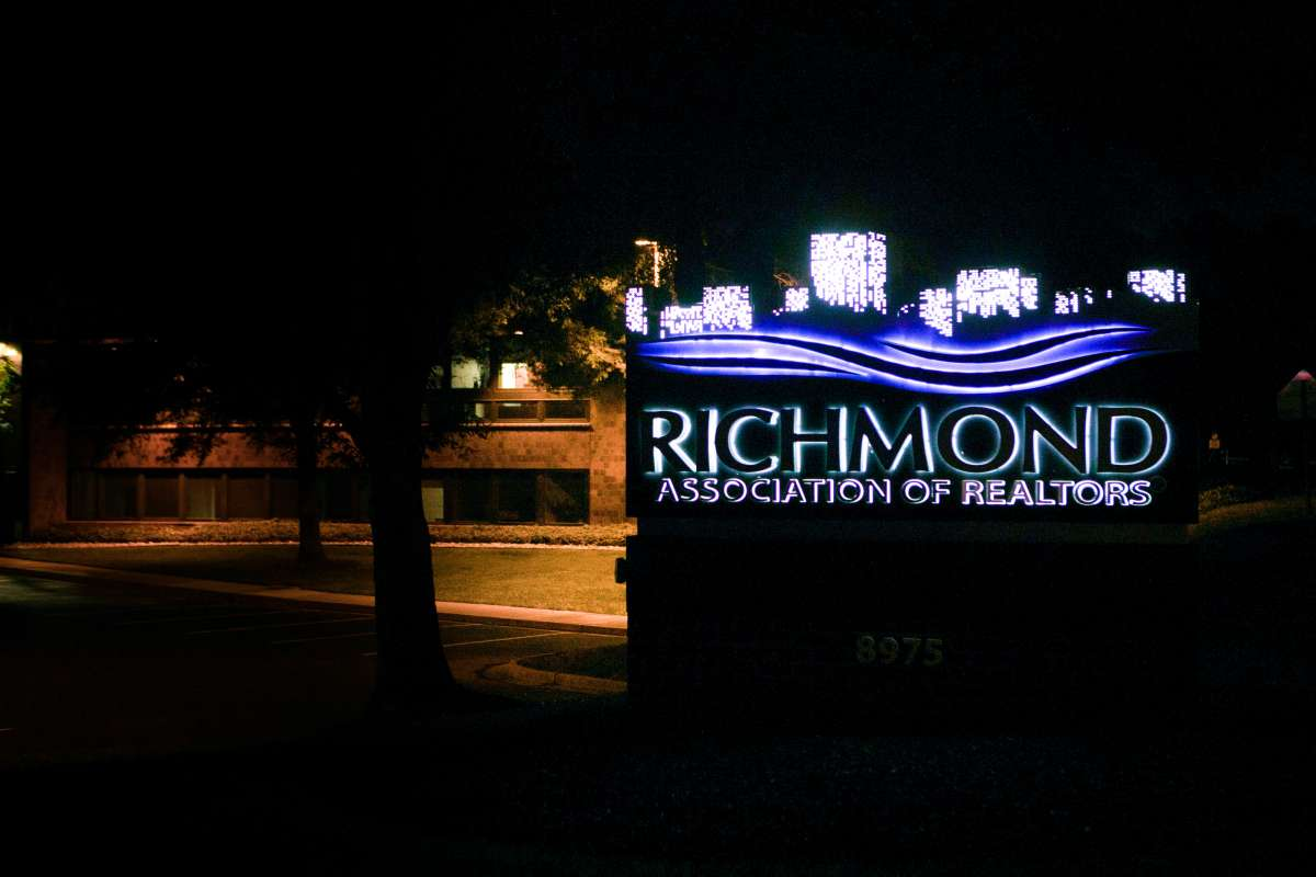 Richmond VA - Association of Realtors - logo sign - west end - night - glow 01.JPG
