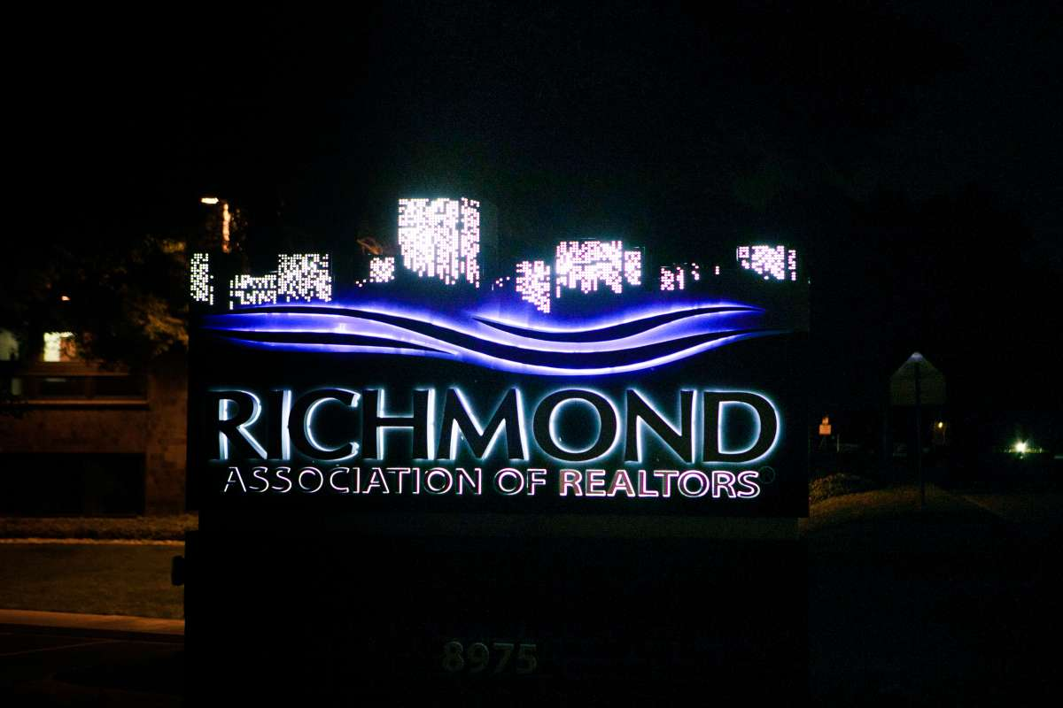 Richmond VA - Association of Realtors - logo sign - west end - night - glow 02.JPG