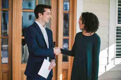 01 Realtor - Home Owner - Deal - Contract - Handshake