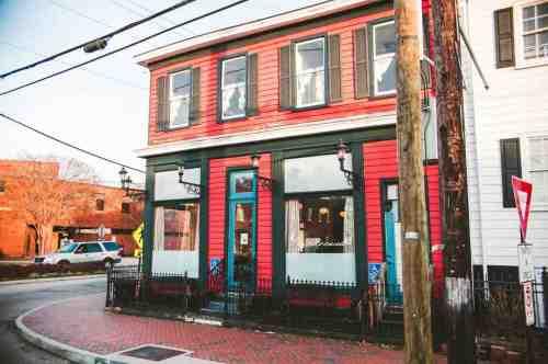02 Richmond Virginia RVA – The Roosevelt Restaurant Cocktail Bar – Church Hill Neighborhood Home Community – Corner Lot Food Dine