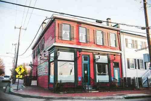 03 Richmond Virginia RVA – The Roosevelt Restaurant Cocktail Bar – Church Hill Neighborhood Home Community – Corner Lot Food Dine