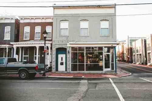 04 Richmond Virginia RVA – Rogue Restaurant Cocktail Bar – Jackson Ward Neighborhood Home Community – Brick Row House Corner Lot Mural