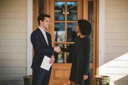 05 Realtor - Home Owner - Deal - Contract - Handshake