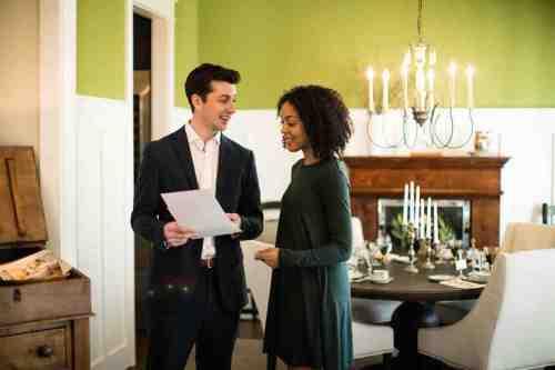 09 Realtor - Home Owner - Deal - Contract - Handshake
