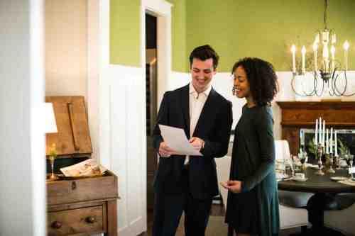 11 Realtor - Home Owner - Deal - Contract - Handshake