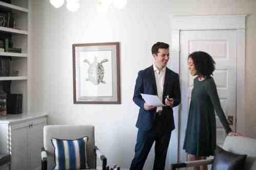 14 Realtor - Home Owner - Deal - Contract - Handshake