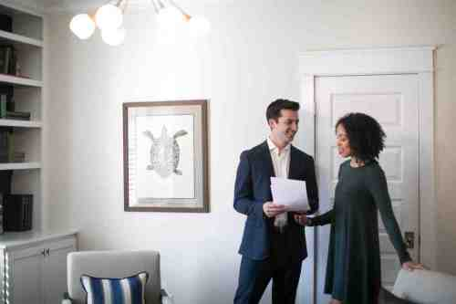 15 Realtor - Home Owner - Deal - Contract - Handshake