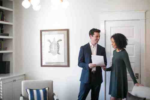 16 Realtor - Home Owner - Deal - Contract - Handshake