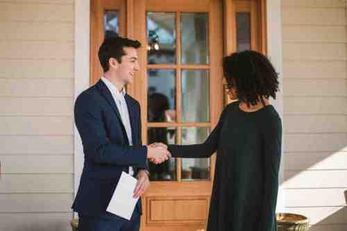 18 Realtor - Home Owner - Deal - Contract - Handshake