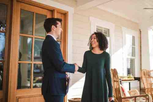 20 Realtor - Home Owner - Deal - Contract - Handshake