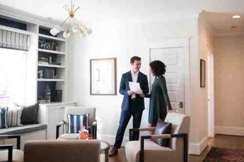 24 Realtor - Home Owner - Deal - Contract - Handshake